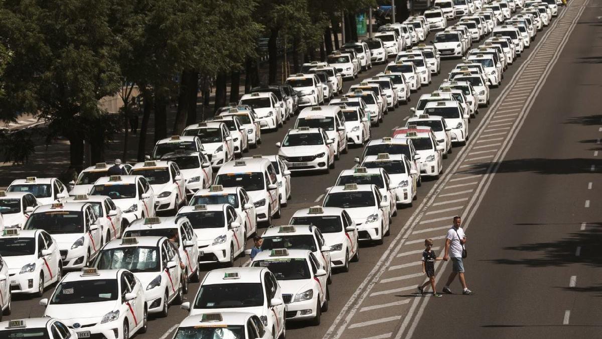 Uber gösterileri bütün ülkeye yayıldı... Binlerce taksici kontak kapattı