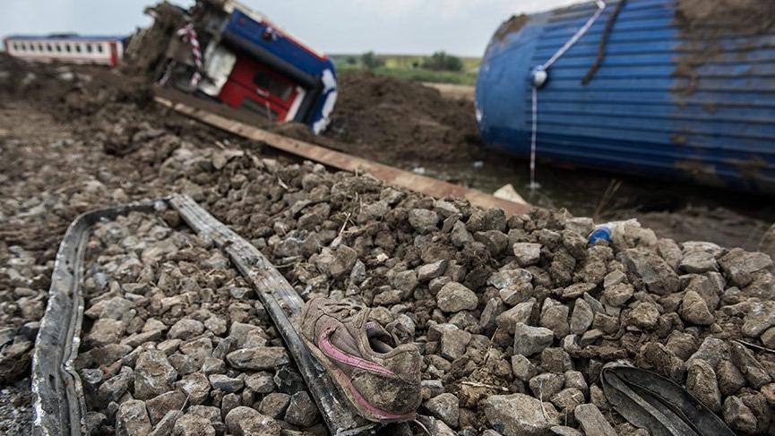 Tren faciasında ölenlerin 6'sı çocuk; geriye küçük ayakkabılar kaldı