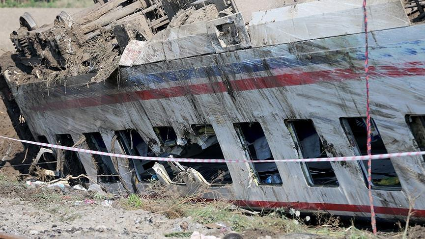 Ünlü isimler tren kazası sonrasında paylaştı