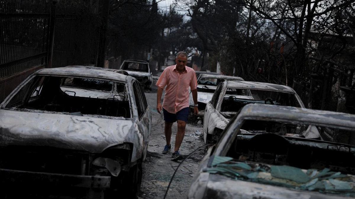 Dünya alev alev yanan Yunanistan için tek yürek oldu...