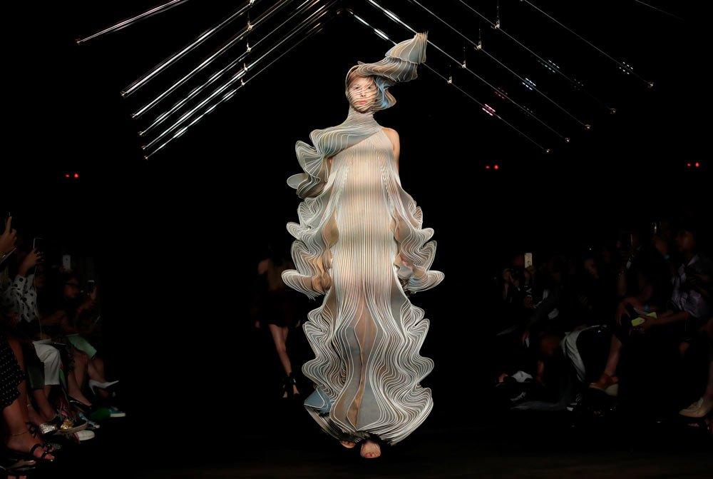 Iris Van Herpen, Haute Couture Moda Haftası'ndaki tasarımları...