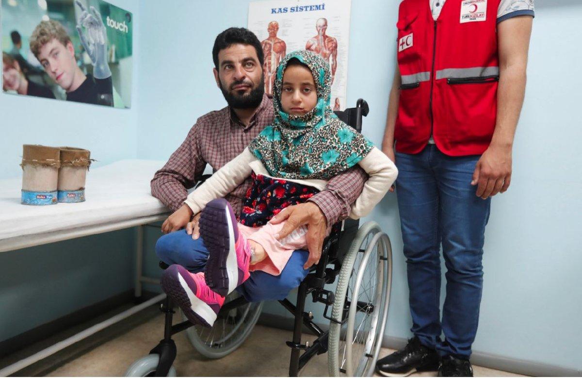 Maya'nın babasının da bacaklarının olmadığı ve kendisine de özel protez bacak yaptırılacağı açıklandı.