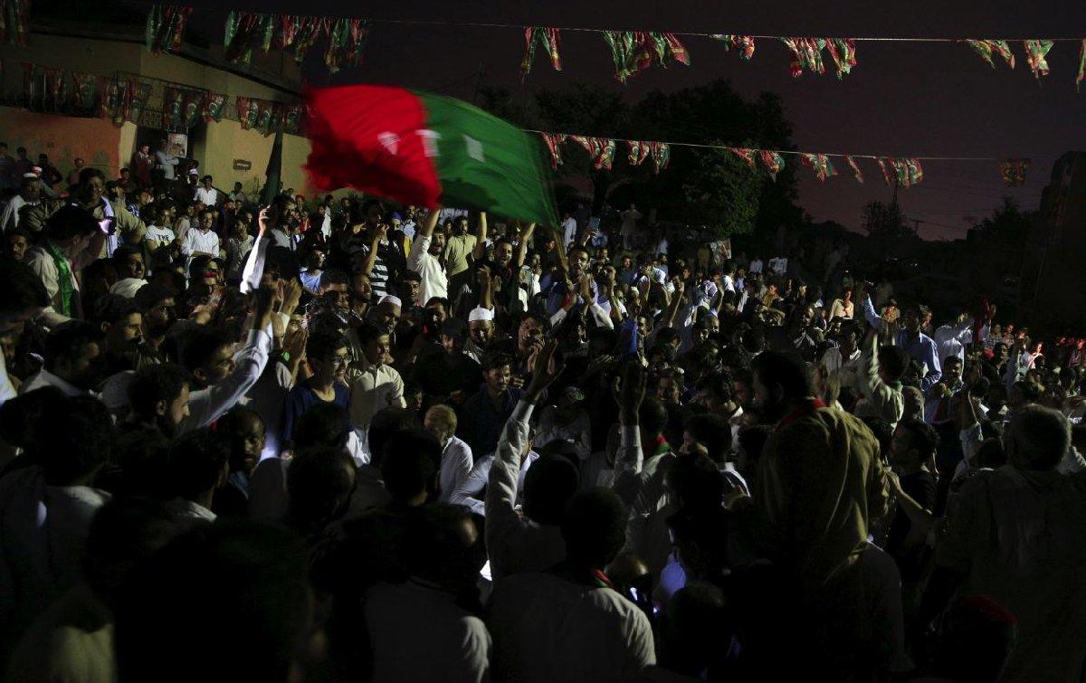 Resmi olmayan ilk sonuçların açıklanmasıyla birlikte Han'ın destekçileri sokaklarda zafer turu atmaya başladı.