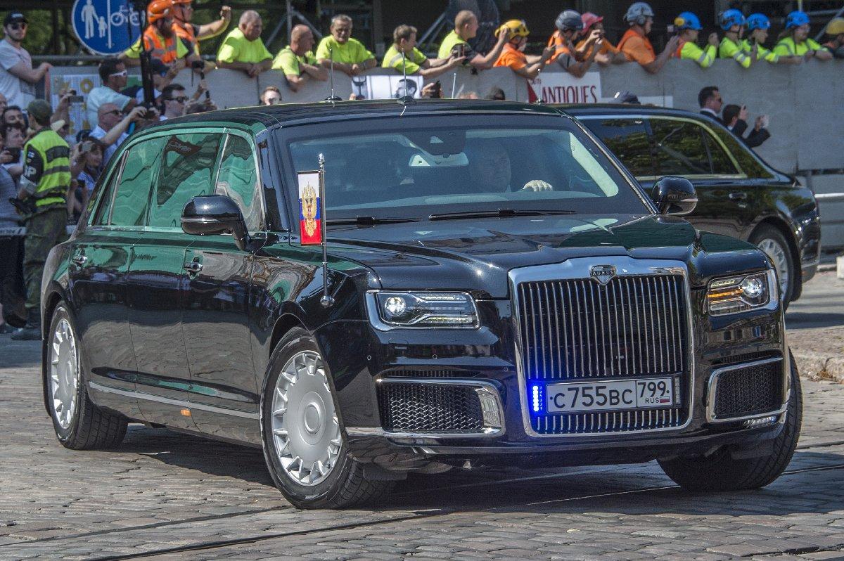 Putin'in Rus yapımı özel aracı neredeyse Trump'ın Chrysler'ıyla aynı özelliklere sahip. Fakat Aurus Serat Trump'ın aracından çok daha ucuza üretildi.