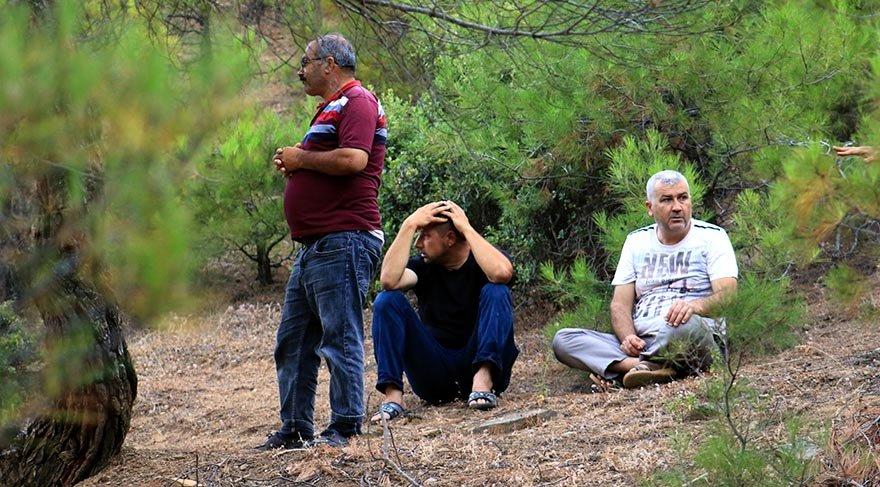Hatay'ın Hassa ilçesinde Amanos Dağı eteklerinde kaybolduğu belirtilen 6 yaşındaki Ufuk Tatar için arama çalışması başlatıldı. Baba Muhammet Tatar (orta), çalışmaları gözyaşı içerisinde izledi. FOTO:AA
