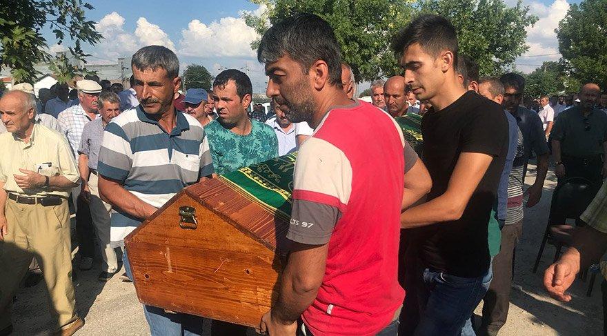Tekirdağ tren kazasında hayatını kaybeden Melek Tuna, Edirne'nin Uzunköprü ilçesinde son yolculuğuna uğurlandı.