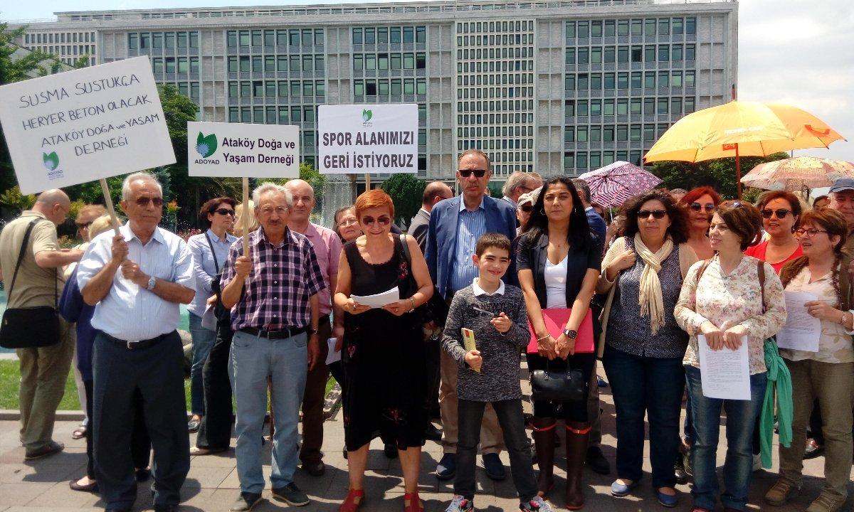 FOTO:SÖZCÜ - Ataköylüler, imar planı değişikliğini İBB önünde protesto etmişlerdi.