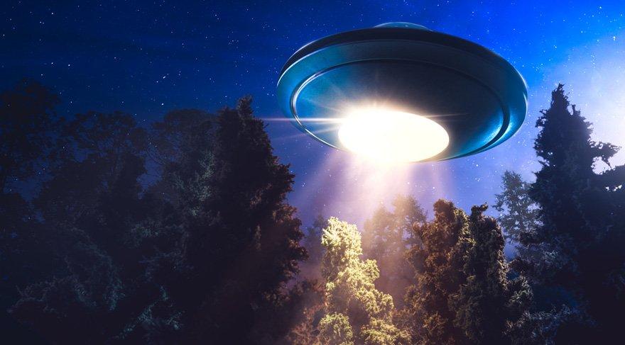 Kova burcu astrolojide dahiler, devrimler, sürgünler, bilim adamları, icatlar, objektif olmayı, hümanizmi, insan haklarını, bağımsızlığı, aykırı olan her şeyi, toplum için olan her türlü konuyu, yüksek teknolojiyi, dernekleri, örgütleri, sivil toplum kuruluşlarını, UFO'ları, uzayla ilgili her türlü konuyu, astrolojiyi, dostluklar, arkadaşlıklar, havacılık sektörü, yüksek zekayı, grevleri, yapay zekayı, bilimsel gelişmeleri, internet dünyasını, sağlıkta ise dolaşım sistem, kalp, tansiyon sorunlarını sembolize eder.