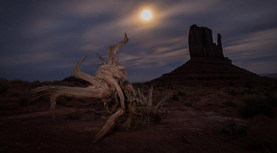 Ölüm Vadisi'nin ıssız kanyonları, tuz düzlükleri ve kumulları 19. yüzyılda yaşanan altına hücum çılgınlığına kapılıp bölgeyi geçmeye çalışan arayıcılardan yüzlerce yıl önce, Timbisha Shoshone Yerlileri'ne ev sahipliği yapmıştı.