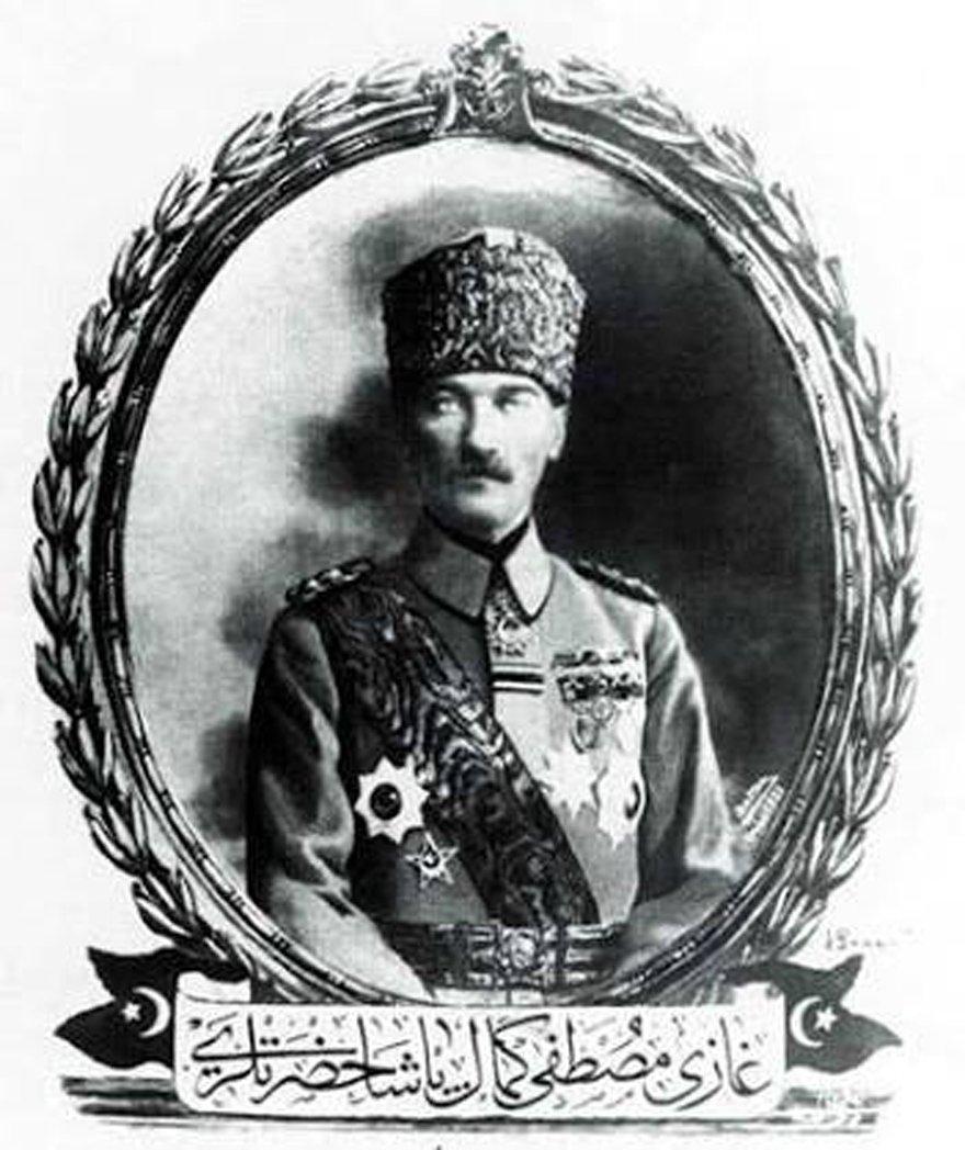 Sakarya Zaferi'nden sonra hazırlanıp bastırılan 'Gazi Mustafa Kemal Paşa hazretleri' yazılı kartpostal...