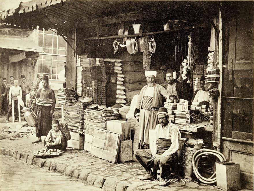 Osmanlı'da 16. yüzyıldan itibaren paranın değeri hep düştü. Fiyat artışları ve yüksek enflasyon halkı olumsuz etkiledi.