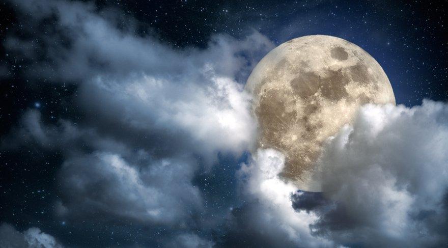 """26 Ağustos Pazar sabah saatlerinde Balık burcunun 3. derecesinde """"KRALİYET"""" Dolunay'ı meydana gelecek. Kraliyet Dolunay'ı dememizin sebebi ise gökyüzünde 4 tane olan kraliyet yıldızlarından biri olan FOMALHAUT yıldızın tam üstünde meydana gelmesi."""