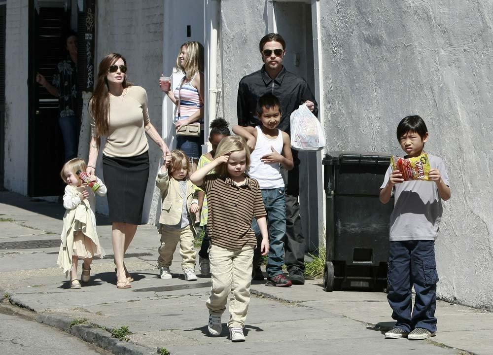Jolie ve Pitt'in boşanmadan önce çekilen son aile karesi...