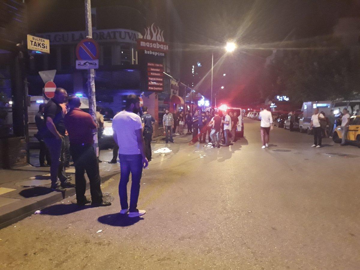 Ankara'da iki kişinin pompalı tüfekle gerçekleştirdiği saldırıda kasığından vurulan 1 kişi ağır yaralandı, çevrede bulunan 2 kişi ise etrafa saçılan saçmalar nedeniyle yaralandı. Polis kaçan zanlıları arıyor. Fotoğraf: İHA