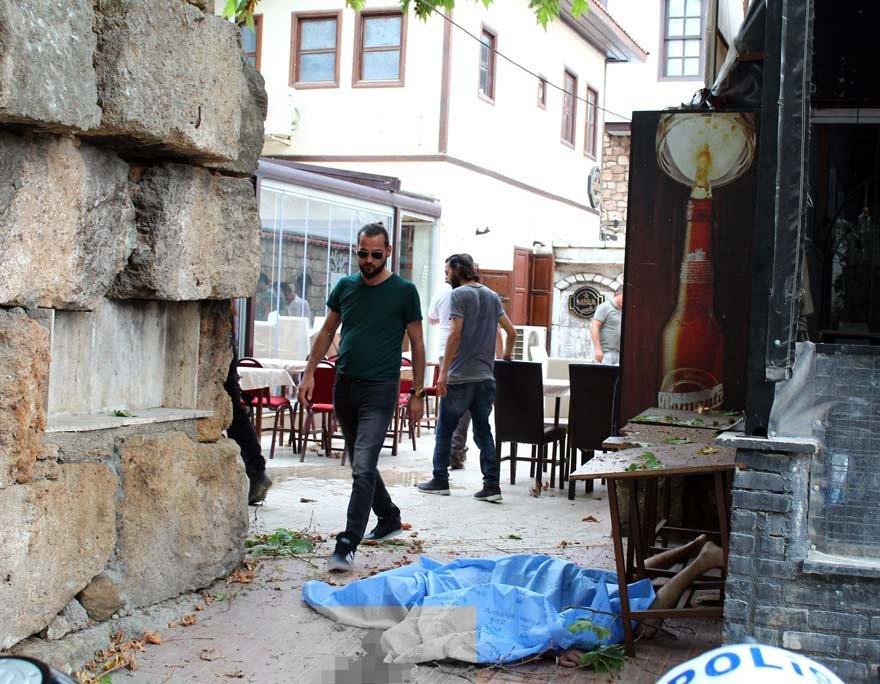 Şenkaya'nın cansız bedeni otopsi için Antalya Adli Tıp Kurumu morguna kaldırıldı. Fotoğraf: İHA