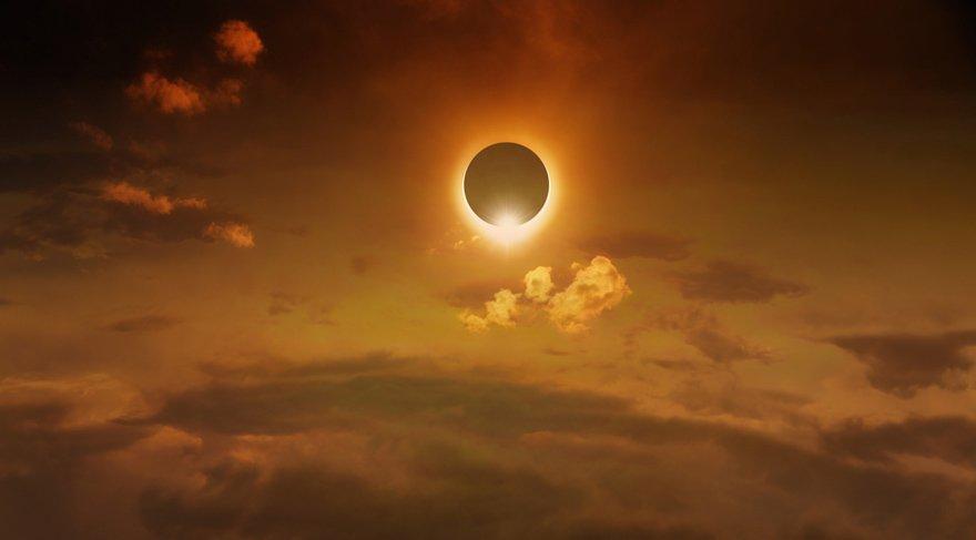 Yılın son Güneş Tutulması 11 Ağustos'ta Aslan burcunda meydana gelecek. Bu tutulma Aslan/Kova aksının son tutulmaları. Son 2 senedir Güneş ve Ay Tutulmaları Aslan ve Kova burçlarında meydana geldi, hepimizin hayatında Kalp - Zihin arasında mekik dokumamıza eden oldu, hayatımızın bir çok alanında.
