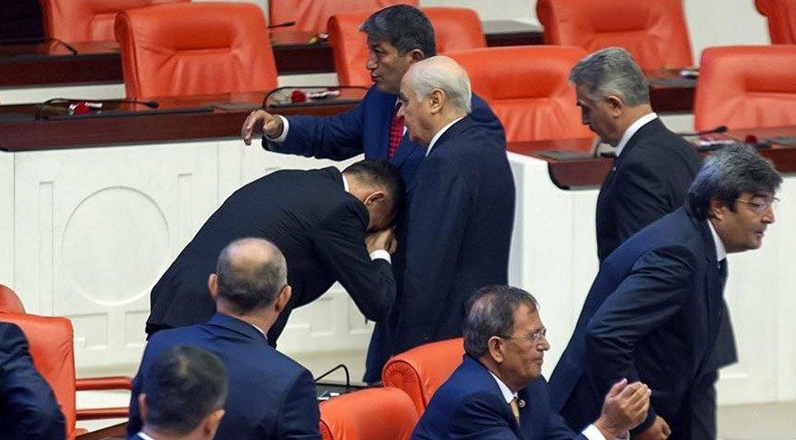 İYİ Partili vekil Meclis açılışında Bahçeli'nin elini öpmüştü. İHA
