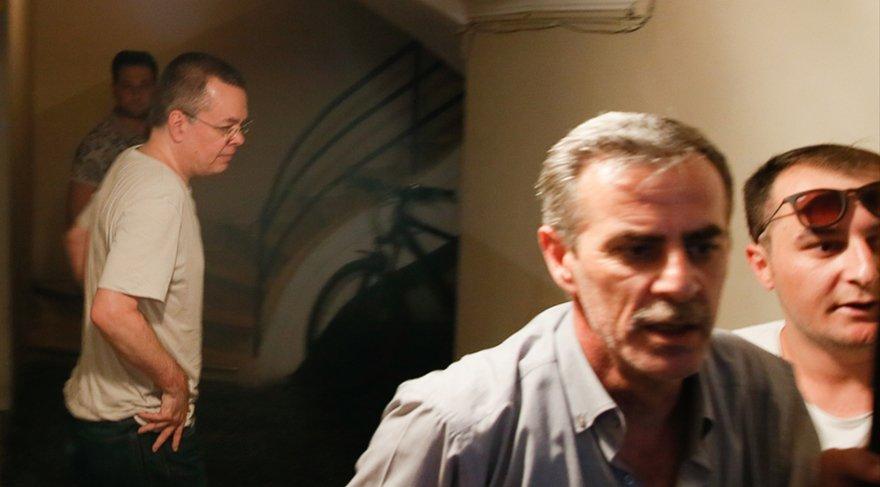 ABD'li din adamı Andrew Brunson FETÖ ve PKK adına casusluk yaptığı gerekçesiyle yargılandığı davada tutuklu bulunuyordu. 25 Temmuz tarihinde Brunson'ın tutukluluk hali ev hapsine çevrildi. Fotoğraf/AA