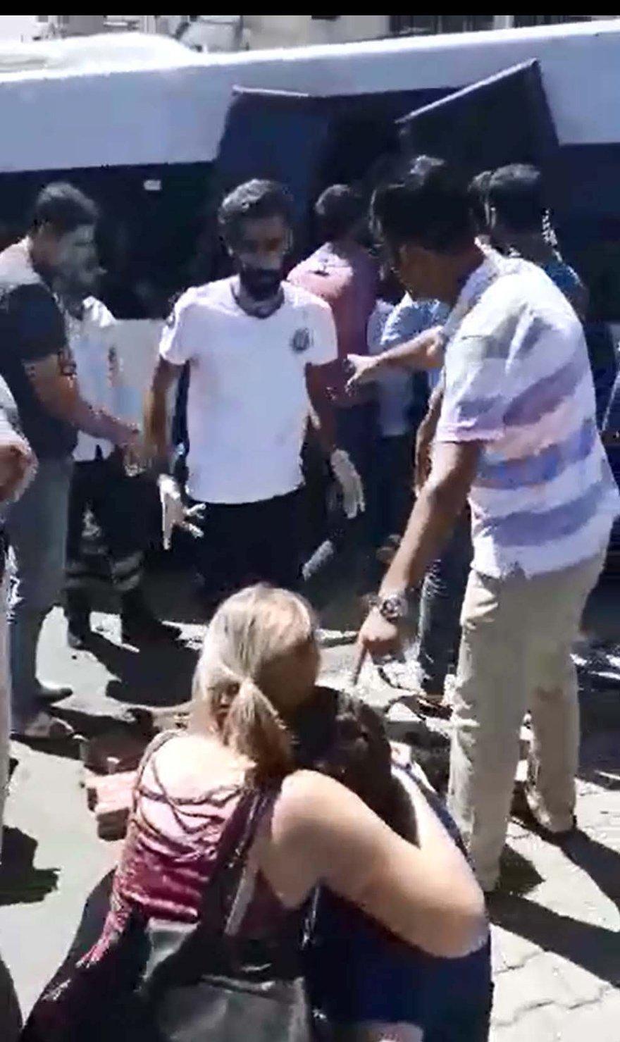Yaralıların olay yerindeki eşyalarını çalmaya çalıştılar. DHA