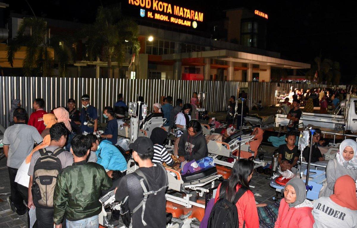 Yaralı sayısının 200'ü bulması hastanelerin kapasitesinin dolmasına sebep oldu. Çok sayıda hastaya sedyelerle dışarıda yardım edildi.