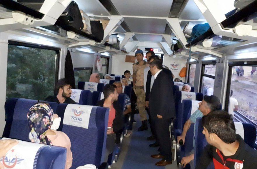 Tren'in durdurulması sonrası yolcular arasında kısa süreli bir panik yaşandı. DHA