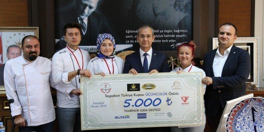Nejdet Dokur, gastronomi alanında ulusal ve uluslararası düzeyde tanınan bir isim.