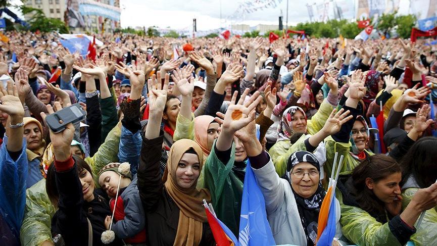 AKP'li kadınlar 'çatkapı' ile 25 milyon kişiye ulaştı