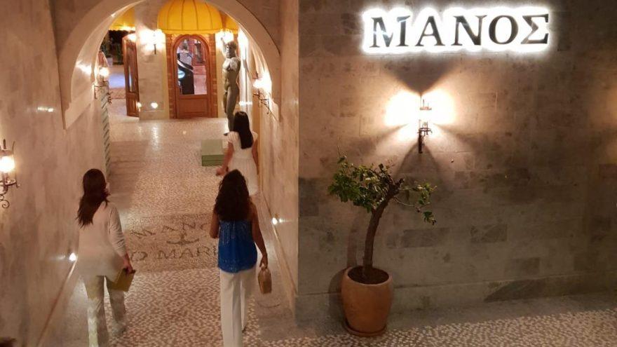 Symi adasının imza lezzetleri ile Manos D-Maris Bay'da….
