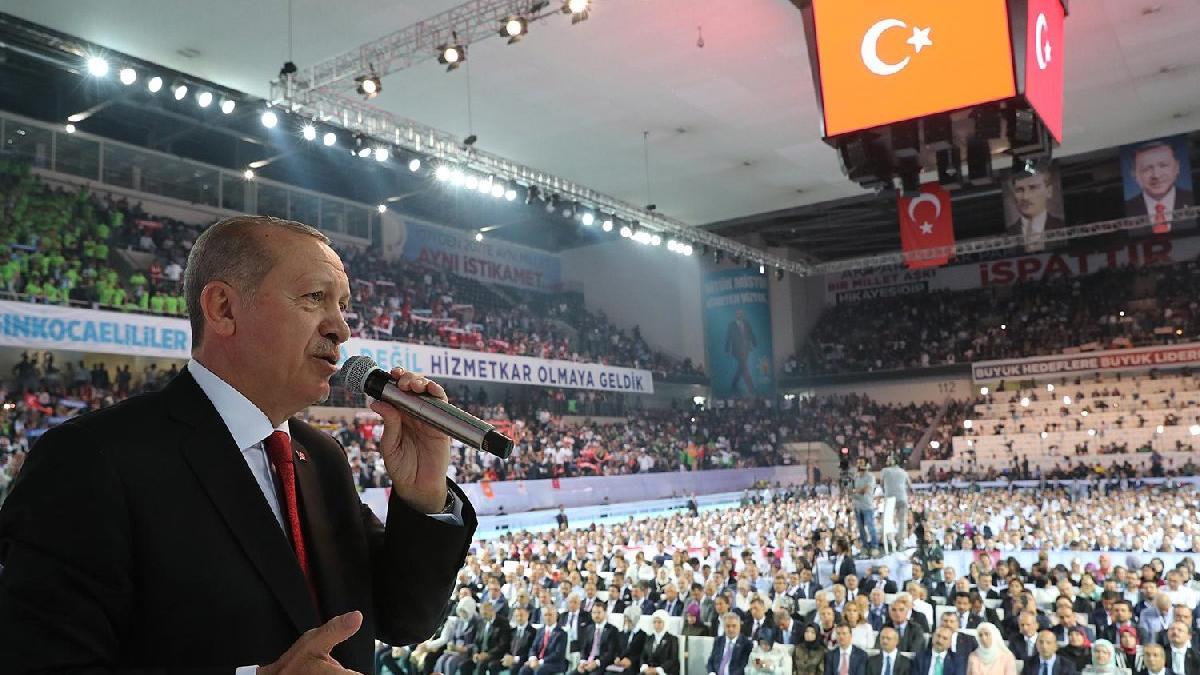 AKP'de MKYK'da gidenler ve kalanların listesi