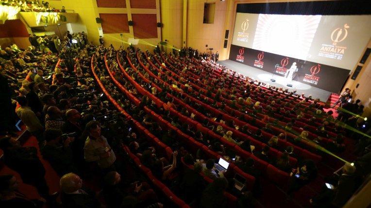 Sinemacılardan Antalya Altın Portakal Film Festivali'ne protesto