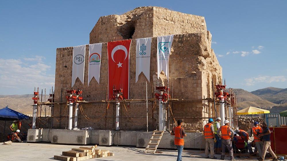 1200 yıllık Tarihi Artuklu Hamamı yeni yerine indirildi