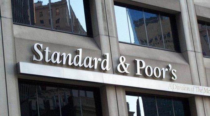 Standard&Poor's Türkiye'nin kredi notunu düşürdü