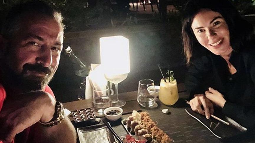 Cem Yılmaz, sevgilisi Defne Samyeli ile yemekten paylaştı