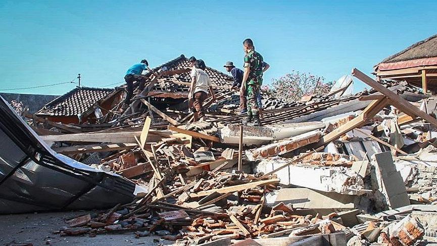 Endonezya'da 7 büyüklüğündeki depremde ölü sayısı 96 oldu