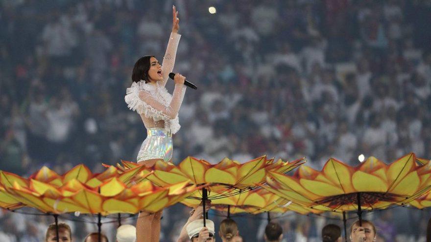 İngiliz şarkıcı Dua Lipa'nda konser öncesi döner ve ayran talebi