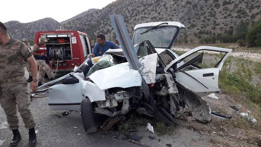 Tokat'ta otomobil korkuluklara çarptı! 2 ölü, 4 yaralı