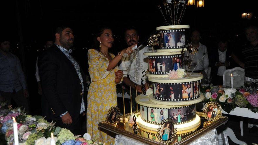 Ebru Yaşar, yeni yaşını eşi ve sevdikleriyle kutladı