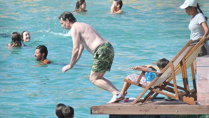 Erdal Beşikçioğlu, Çeşme'de tatil yapıyor