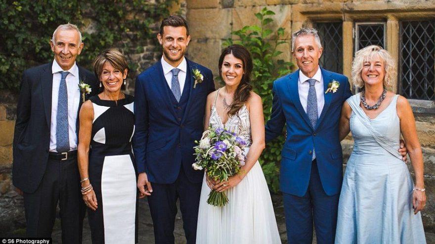 Evlenen çift eski fotoğraflara bakınca şaşkına döndü… Bu hikayeye kimse inanamıyor