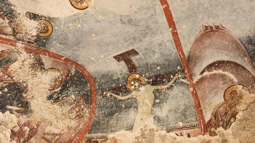 Tarihe ihanet! Freskleri tahrip ettiler