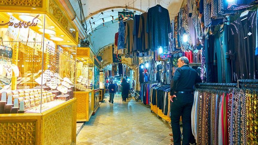İran'da para pul oldu, halk altın arıyor