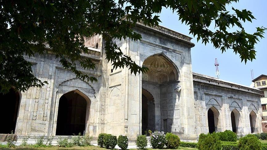 Keşmir'in 400 yıllık taş camisi