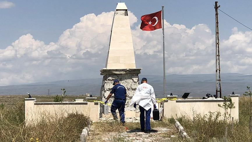 Kars'ta şehitler anıtına saldırı