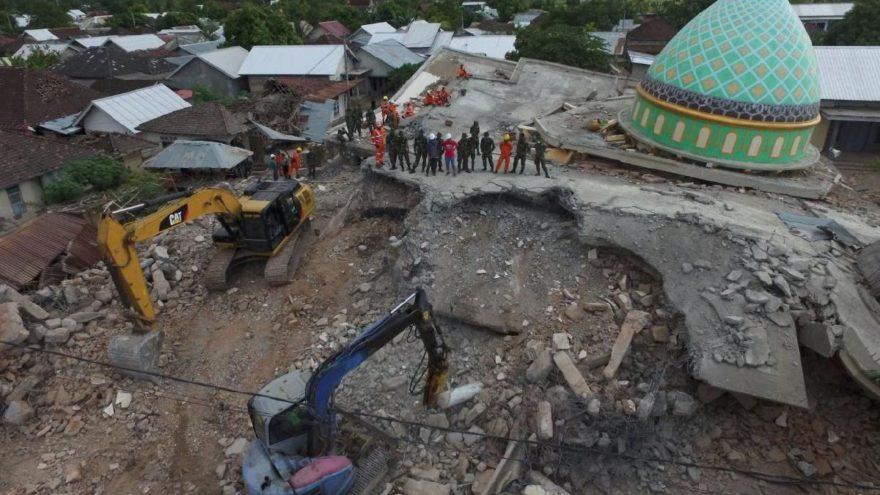 Lombok Adası'nda yine şiddetli deprem
