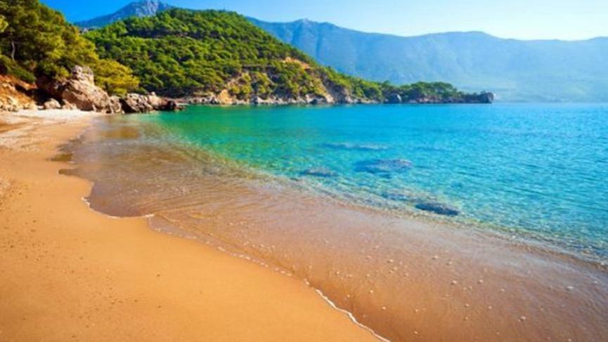 Plajdan bir şişe kum çaldı, 1000 euro ceza ödedi