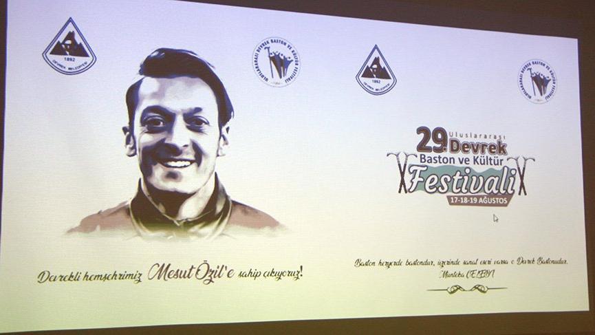 Hemşehrileri festivalde Mesut Özil maskesi ile yürüyecek
