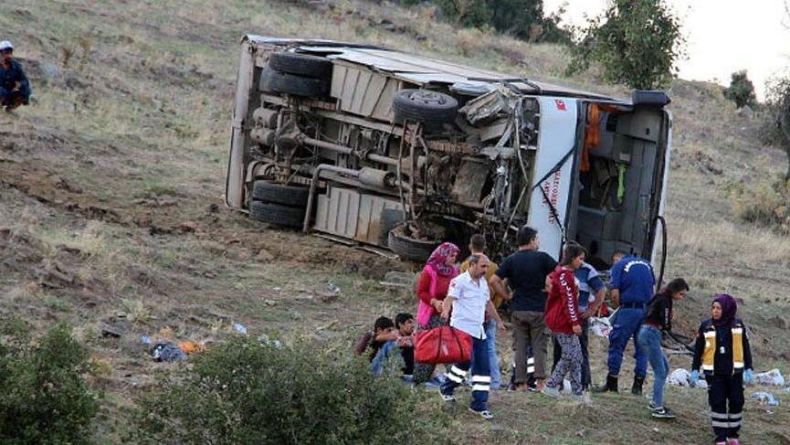 Tarım işçilerini taşıyordu! Kaza yaptı 26 yaralı