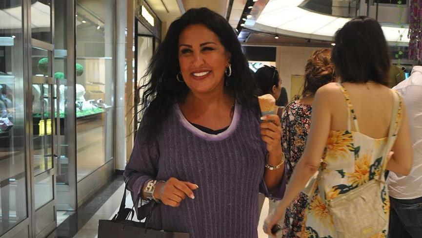 Nükhet Duru'dan dondurma pozu