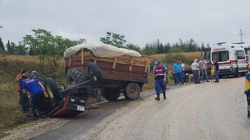 Bilecik'te traktör ile otomobil çarpıştı: 1 ölü, 2 yaralı