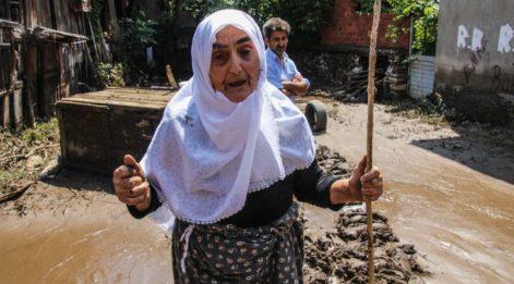 Sel, Kütahya'da evlere zarar verdi